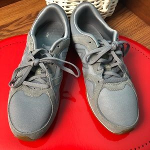 New balance women's sneakers suede SZ 8.5